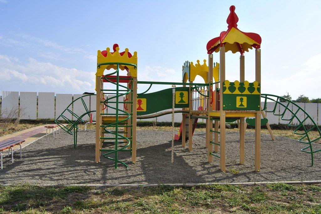 Dětské hřiště, skluzavky