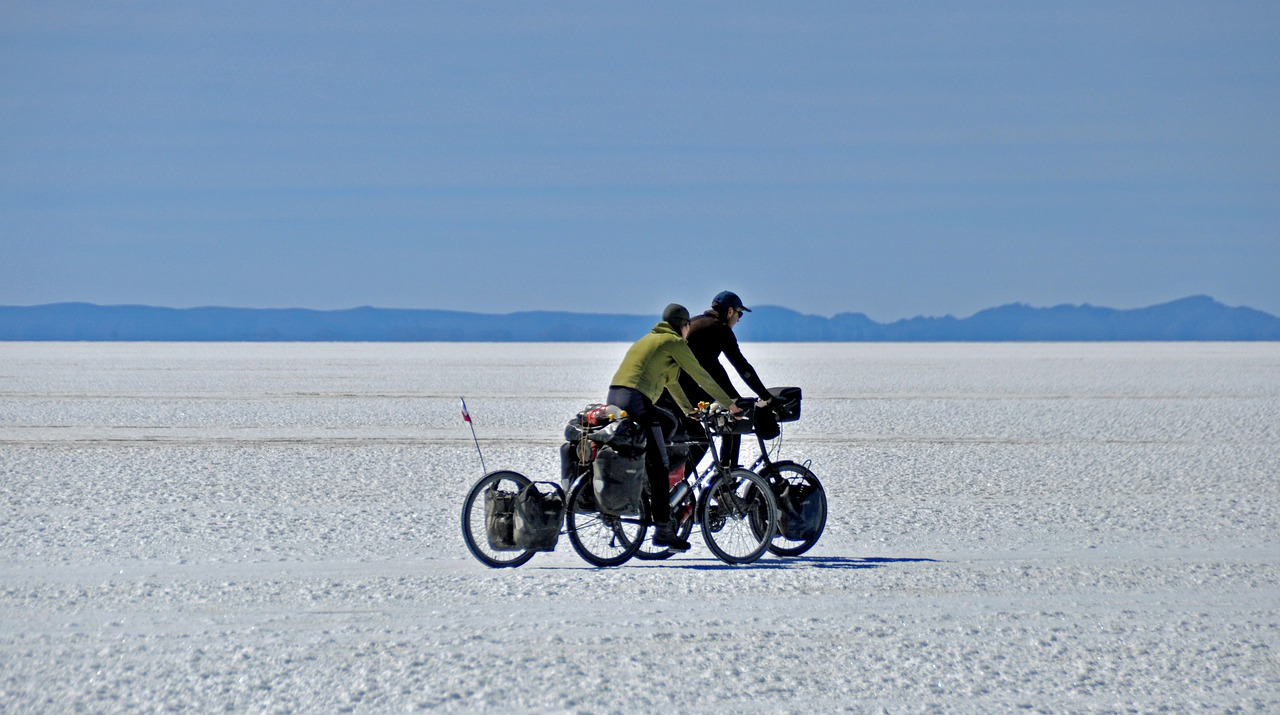 Salar Uyuni Tourism Women Bike  - francescobovolin / Pixabay